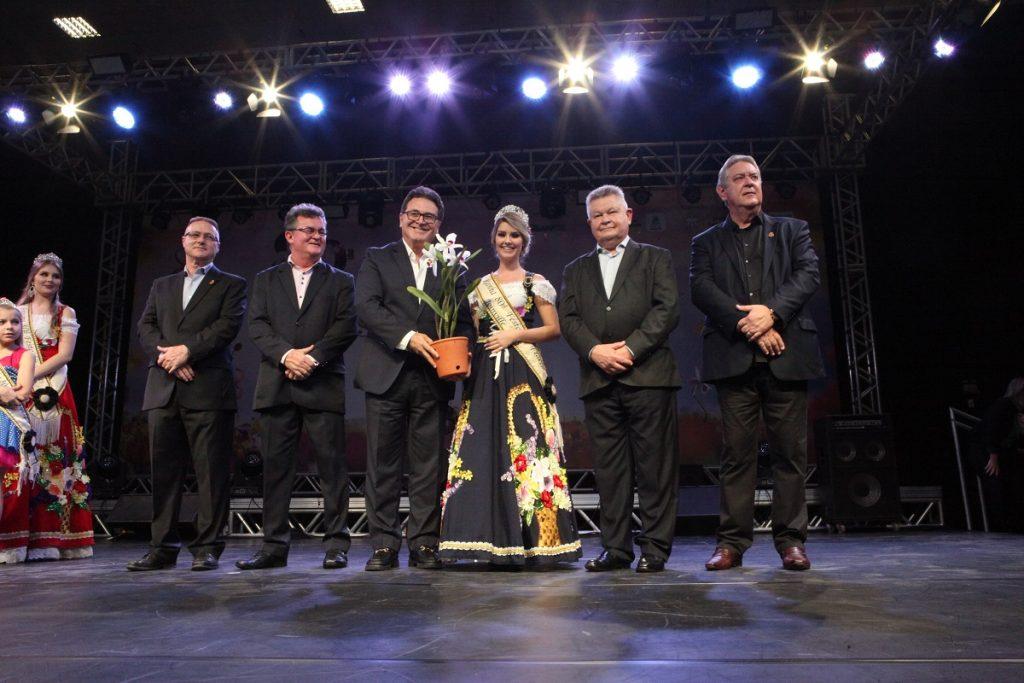 591ded6fddef3 80ª Festa das Flores homenageia ministro do Turismo e estreia com público  recorde